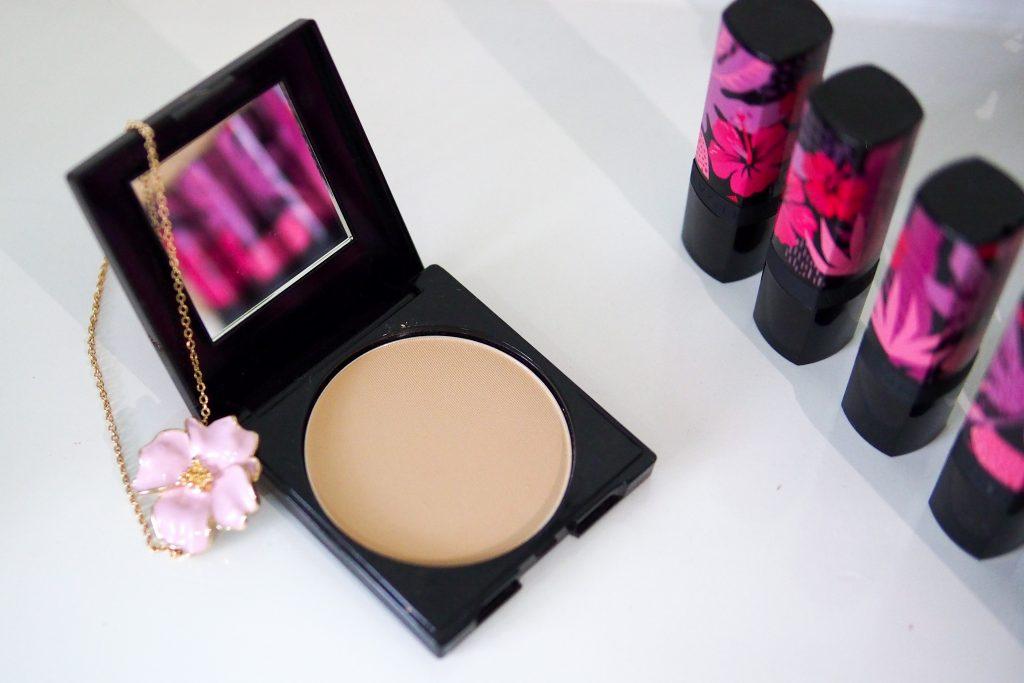 Avon Floral Wonderland Powder